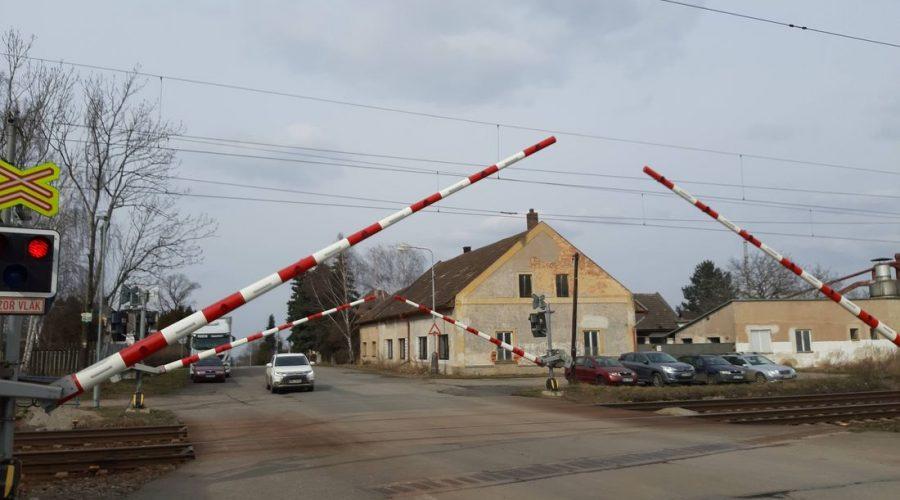 Železniční přejezd v Golčově Jeníkově