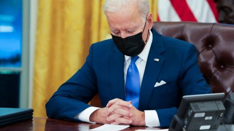 Trump poodhalil obsah dopisu, který poodchodu zanechal  Bidenovi