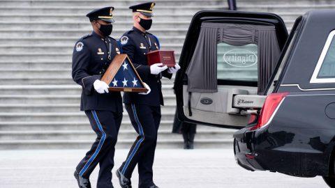 USA: Zpráva koronera osmrti policisty zKapitolu Sicknicka pořád není kompletní
