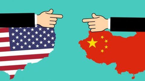 Gordon Chang: Jak jde Biden na ruku Číně