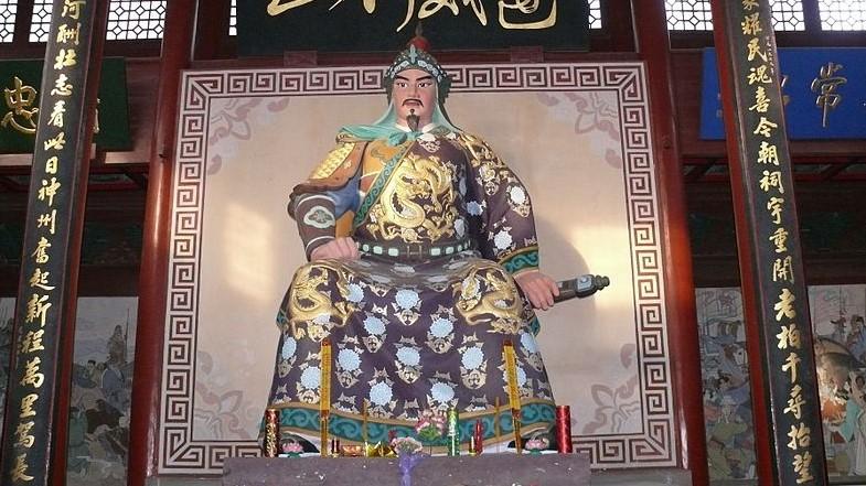 Socha Jüe Feje, slavného generála z dynastie Sung, v Chrámu Jüe Feje v Chang-čou.