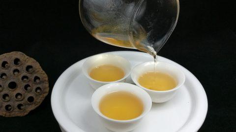 Čaj oolong vám přispánku může pomoci shodit pár kil. Tento zdravý nápoj přitahuje zájem vědců