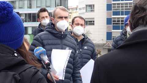 Šlachta předal ministerstvu 19 tisíc podpisů kzaložení svého hnutí, odstartoval politickou kandidaturu