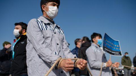 EU ukládá sankce proti Číně – Peking vrací úder: Pět poslanců EU adalší na černé listině