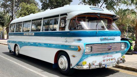 Bolí autobus bříško?