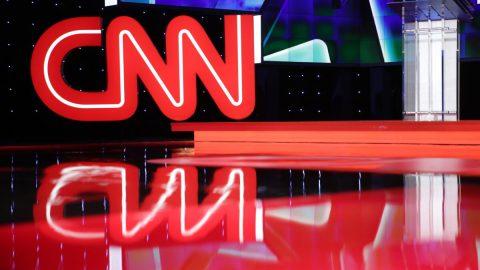Zaměstnanec CNN tvrdí, že stanice protlačovala propagandu, aby vytlačila Trumpa zúřadu