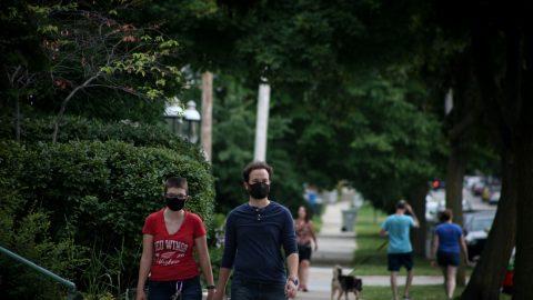ČR: Arenberger navrhne, aby se venku auvnitř mohli nadále scházet jen dva lidé