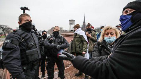 Německo: Protesty vněkolika městech proti omezení nočního vycházení