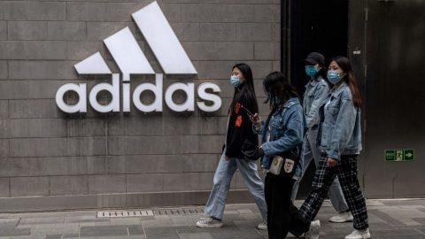 Čínský režim podniká kroky proti společnostem H&M, Adidas, Nike… kvůli jejich kritice lidských práv