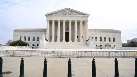 """USA: Demokraté ze Sněmovny reprezentantů chtějí rozšířit Nejvyšší soud, aby """"převážili"""" konzervativní většinu"""