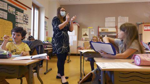 Francie zakázala genderově neutrální jazyk ve školách
