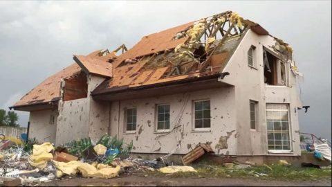 Jižní Moravu zasáhly bouře atornádo. Tři oběti, desítky zraněných