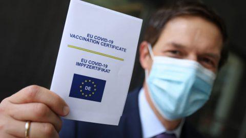 Evropský COVID certifikát neplatí pro čínské vakcíny. Režim se teď mstí Francii