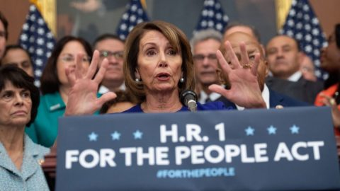 USA: Demokratická šéfka Sněmovny Nancy Pelosiová tlačí na přijetí kontroverzní volební reformy