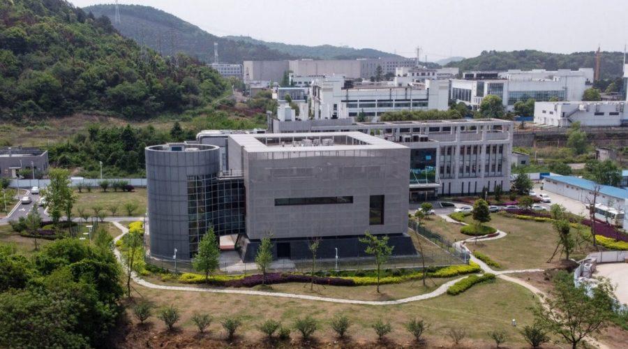 Letecký pohled na laboratoř P4 Wuchanského institutu virologie v Číně, 17. dubna 2020. (Hector Retamal /AFP via Getty Images)