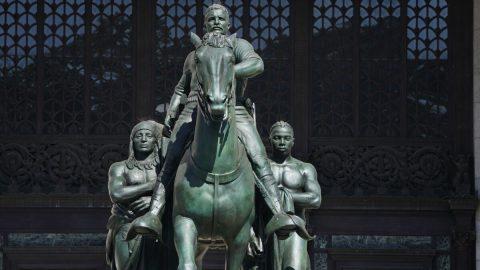 Komentář: Časy se mění. Poškození sochy George Floyda je zločin, odstranění sochy Teddyho Roosevelta pokrok