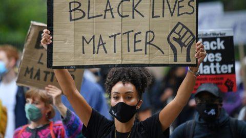 """Zakladatel hnutí Black Lives Matter vMinnesotě říká, že rezignoval poté, co se dozvěděl """"ošklivou pravdu"""""""