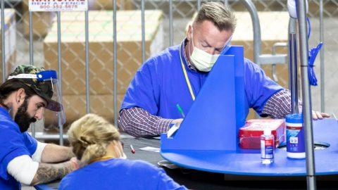 Auditoři arizonských voleb dokončili sčítání  aprozkoumání 2,1 milionu volebních lístků