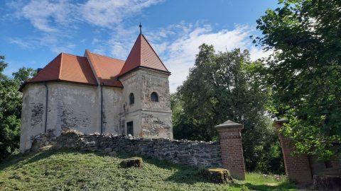 Kostel sv.Bonifáce, tip na výlet do Lochů uČáslavi