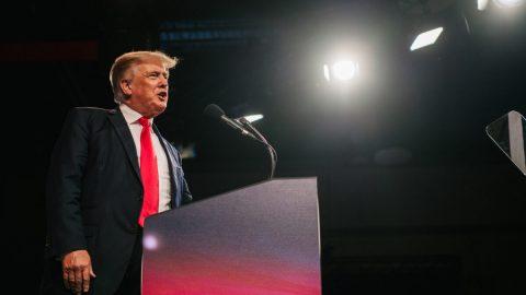 Trump ve svém projevu na konferenci CPAC slíbil porážku kritické rasové teorie amarxismu