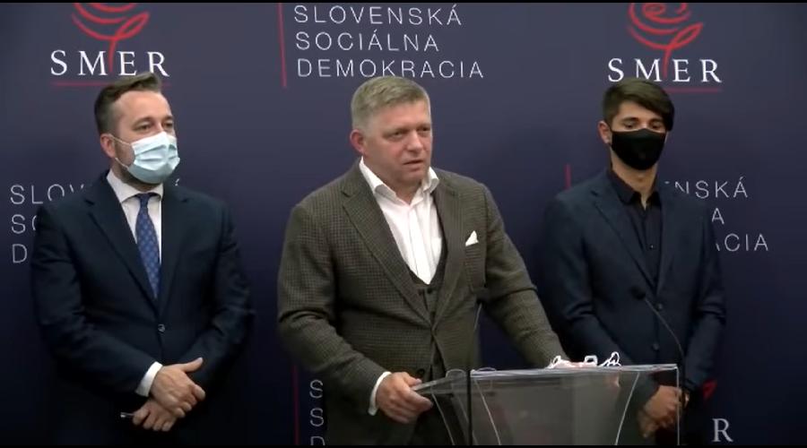 Slovenský expremiér Robert Fico (SMER) na tiskové konference v červnu 2021 odpovídá na dotaz novináře, zda se nechal očkovat. (Screenshot z videozáznamu)