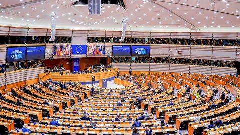 Německý sociolog ostře kritizuje EU: Brusel chce změnu režimu vPolsku aMaďarsku