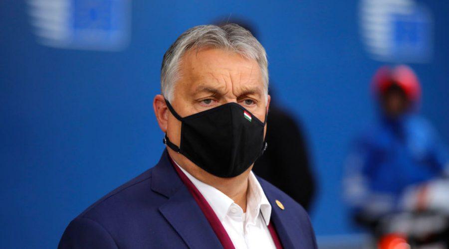 Maďarský premiér Viktor Orbán vchází do budovy Evropské rady v Bruselu, 2. října 2020. (Oliver Matthys / Pool / AFP via Getty Images)