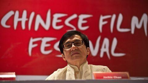Hrdina akčních filmů Jackie Chan chce vstoupit do komunistické strany. Je toho ale hoden? ptají se vČíně