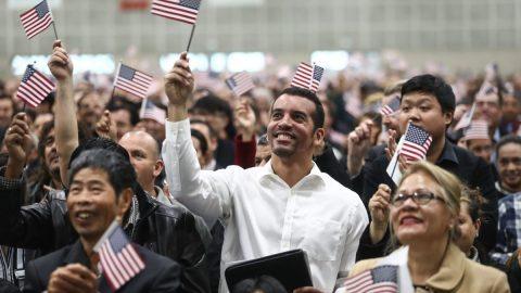 Bidenova administrativa chce vnové kampani usnadnit získání občanství milionům přistěhovalců