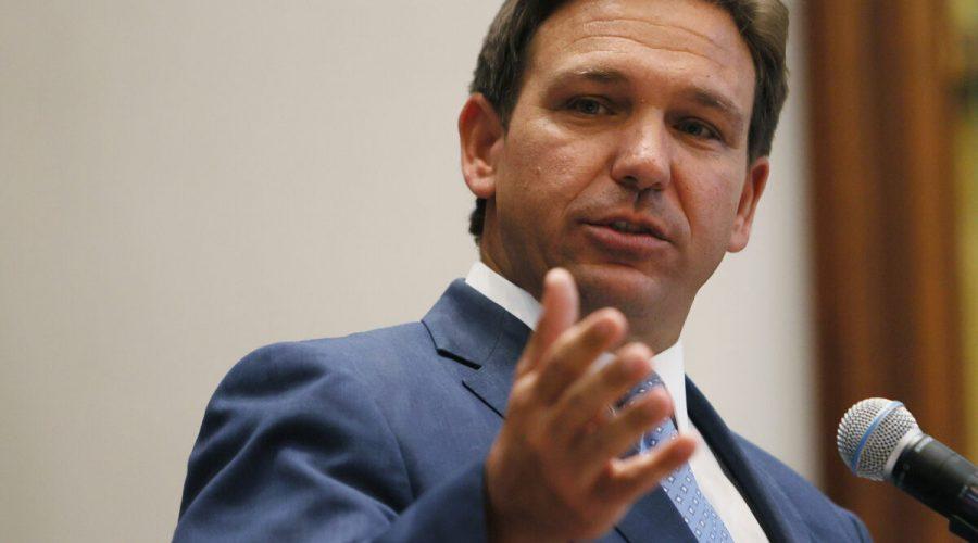 Floridský guvernér Ron DeSantis hovoří během tiskové konference na Floridě 14. června 2021. (Joe Raedle / Getty Images)