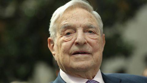 """George Soros věnoval milion dolarů skupině, která se snaží """"odebrat finance policii"""""""
