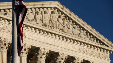 USA: 20 republikánských guvernérů žádá prezidenta Bidena oodmítnutí rozšiřování Nejvyššího soudu