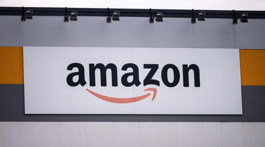 Logo Amazonu v areálu společnosti v Brandizzu u Turína, 22. března 2021. (Marco Bertorello / AFP via Getty Images)