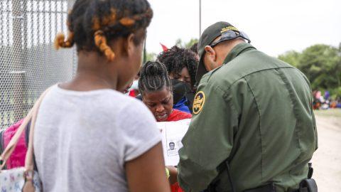 USA: Počet zadržených ilegálních imigrantů na jižní hranici dosáhl včervenci 21letého rekordu