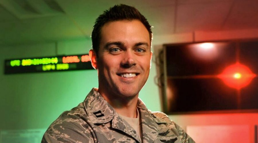 Kapitán Matthew Lohmeier, náčelník výcviku 460. operační skupiny 10. bloku, na Buckleyho letecké základně v Coloradu, 22. července 2015. (Darren Scott / U.S. Air Force)