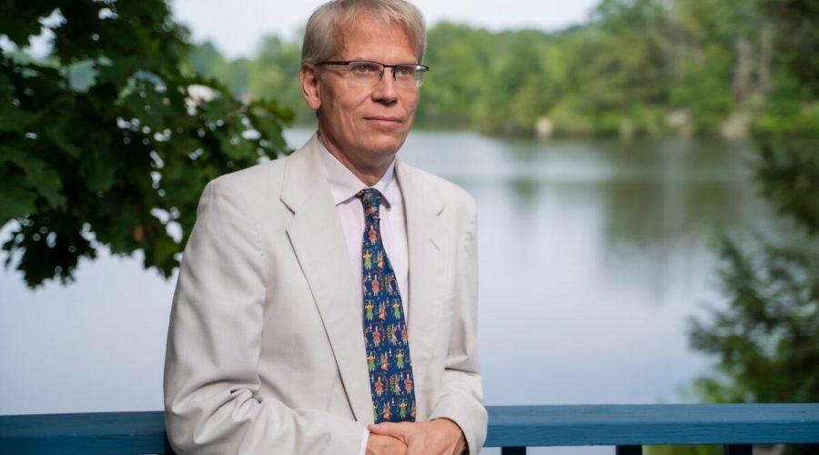 Dr. Martin Kulldorff, profesor medicíny na Harvard Medical School a biostatistik a epidemiolog v Brigham and Women's Hospital, v Connecticutu 7. srpna 2021. (York Du / The Epoch Times)