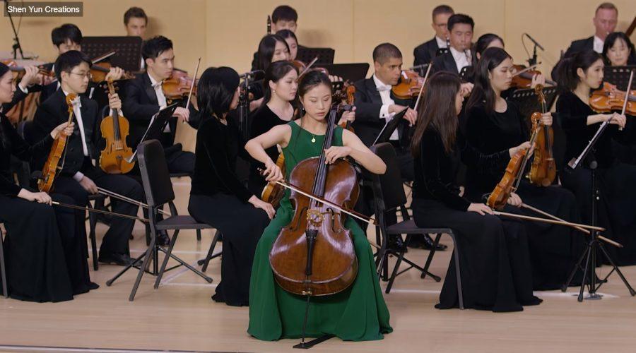 Dvořákův violoncellový koncert v podání orchestru Shen Yun. (Screenshot ze záznamu koncertu na shenyuncreations.com)