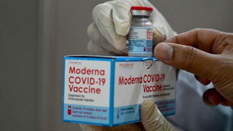 V Japonsku pozastavili 1,6 milionu vakcín Moderny kvůli hlášením okontaminaci