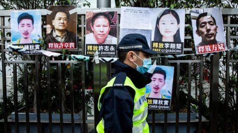Skupina novinářů vyzývá Čínu, aby propustila 11 lidí, kteří deníku The Epoch Times poskytli fotografie opandemii