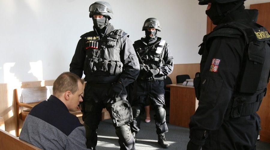 Robert Tempel u Vrchního soudu v Praze 2. prosince 2009. (Martin Pekárek / CNC / Profimedia)