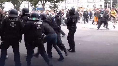 Německo: Policejní zásah připrotestech proti novým protiepidemickým nařízením