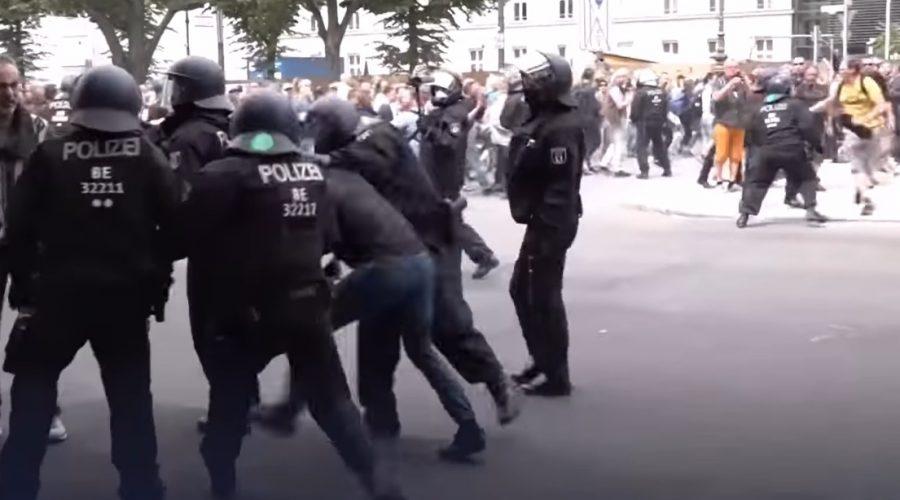 Německo: Policejní zásah při protestech proti novým protiepidemickým nařízením