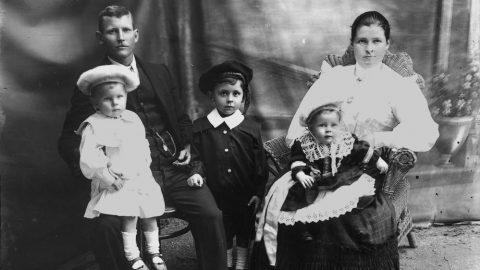 Tradiční život městské rodiny na přelomu 19.a20.století. Porovnejte sami, jaká práce, jaké časy