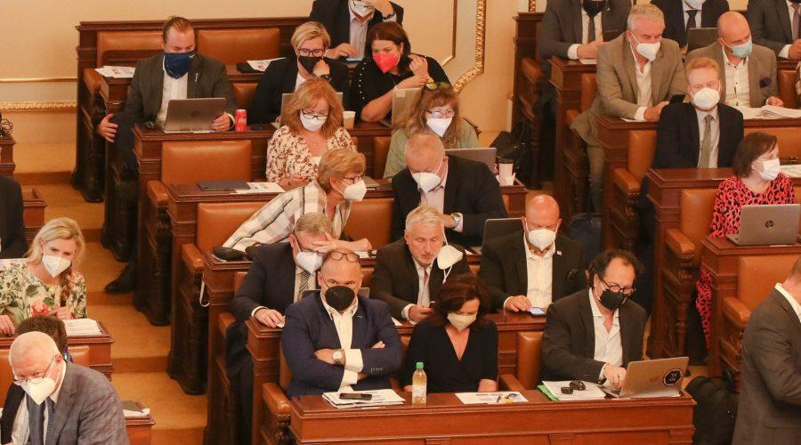 111. schůze Poslanecké sněmovny. (Psp.cz)