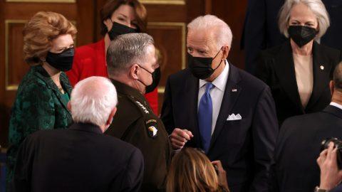Biden se postavil za generála, který údajně vtajném telefonátu sliboval, že bude varovat Čínu před případným americkým útokem