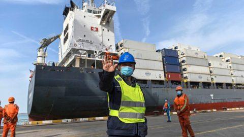 Čína znovu otevírá terminál ve třetím největším nákladním přístavu na světě