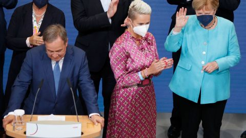 Volebně oslabené Německo: Kdo využije mocenské vakuum vEU poMerkelové?