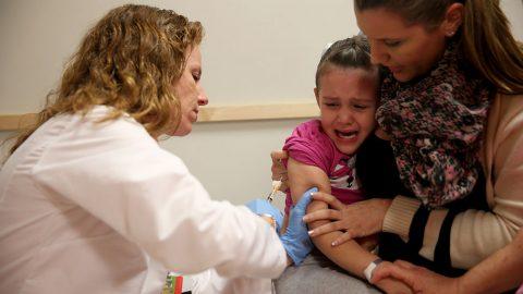 Kuba začíná očkovat vlastními vakcínami. Chtějí začít už od 2letých dětí