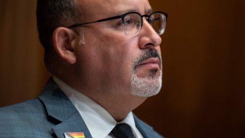 20 amerických států žaluje ministerstvo školství kvůli novým pokynům kpoužívání toalet ašaten transgender osobami