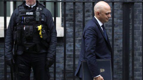 Anglie upouští od plánu na zavedení očkovacích pasů